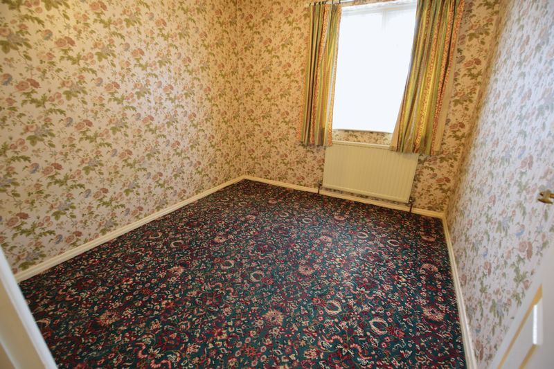 3 bedroom Bungalow to buy in Cuffley Close, Luton - Photo 2