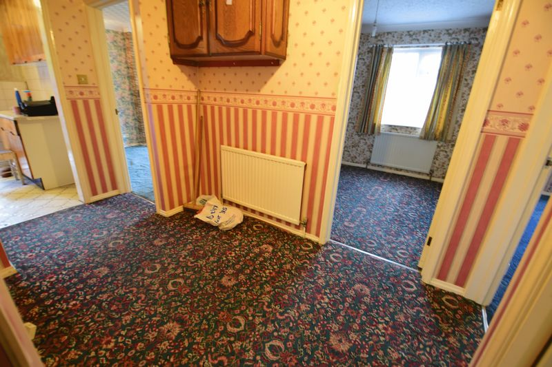 3 bedroom Bungalow to buy in Cuffley Close, Luton - Photo 4