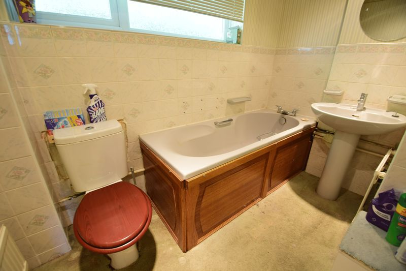 3 bedroom Bungalow to buy in Cuffley Close, Luton - Photo 5