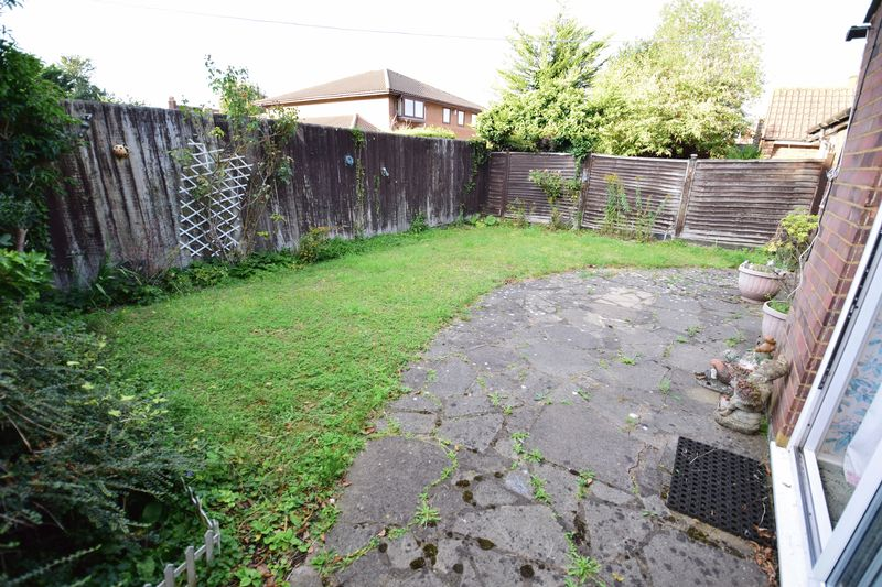 3 bedroom Bungalow to buy in Cuffley Close, Luton - Photo 7