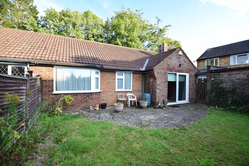 3 bedroom Bungalow to buy in Cuffley Close, Luton - Photo 8