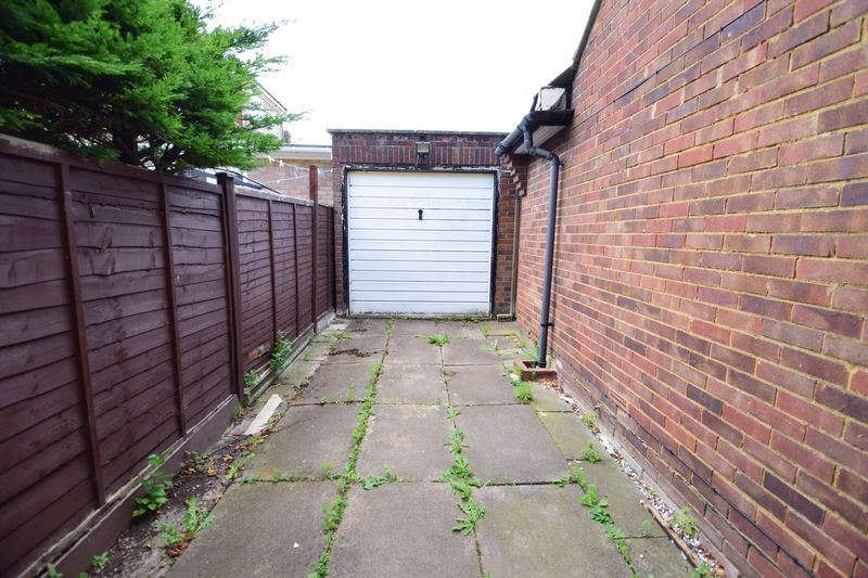 3 bedroom Bungalow to buy in Cuffley Close, Luton - Photo 9