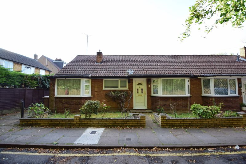 3 bedroom Bungalow to buy in Cuffley Close, Luton - Photo 10