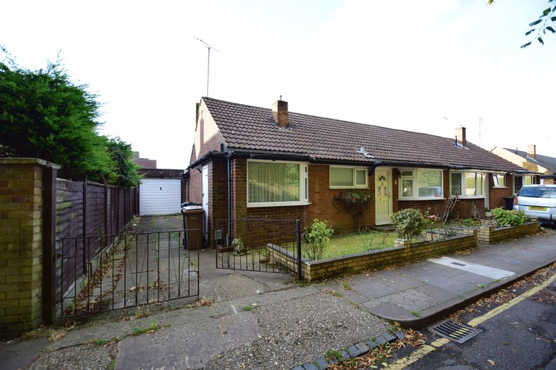 3 bedroom Bungalow to buy in Cuffley Close, Luton