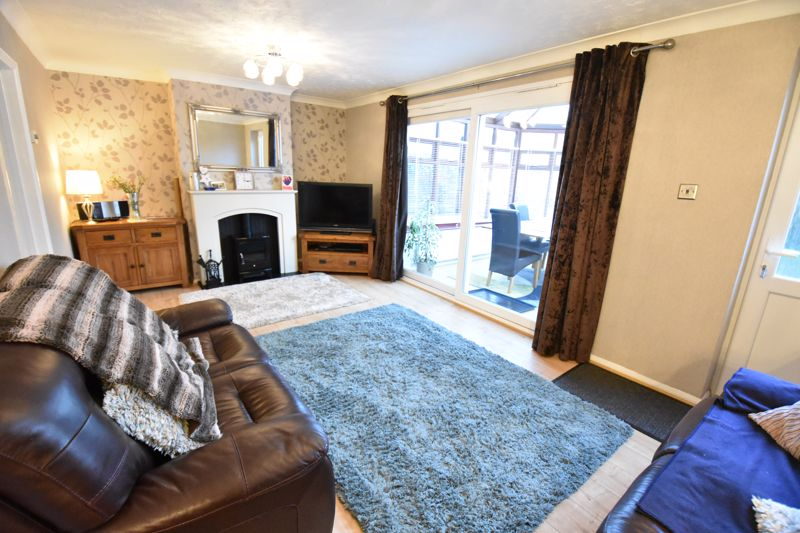 3 bedroom Semi-Detached  to buy in Icknield Way, Luton - Photo 6