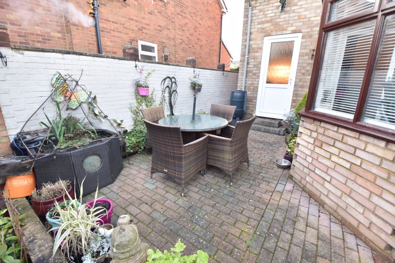 3 bedroom Semi-Detached  to buy in Icknield Way, Luton - Photo 9