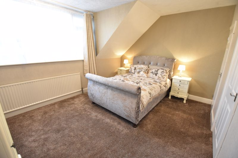 3 bedroom Semi-Detached  to buy in Icknield Way, Luton - Photo 11