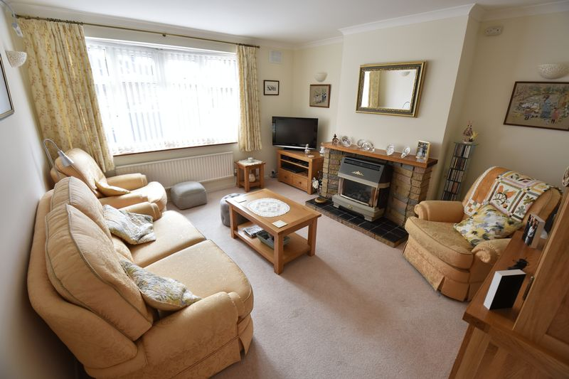 3 bedroom Semi-Detached  to buy in Carsdale Close, Luton - Photo 1