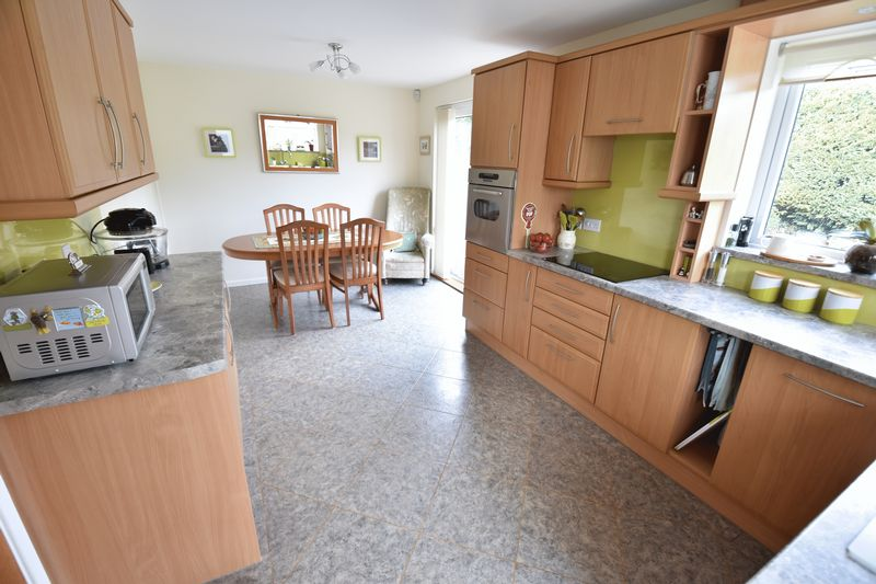 3 bedroom Semi-Detached  to buy in Carsdale Close, Luton - Photo 2
