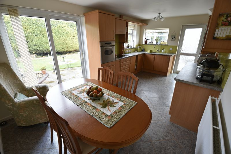 3 bedroom Semi-Detached  to buy in Carsdale Close, Luton - Photo 4