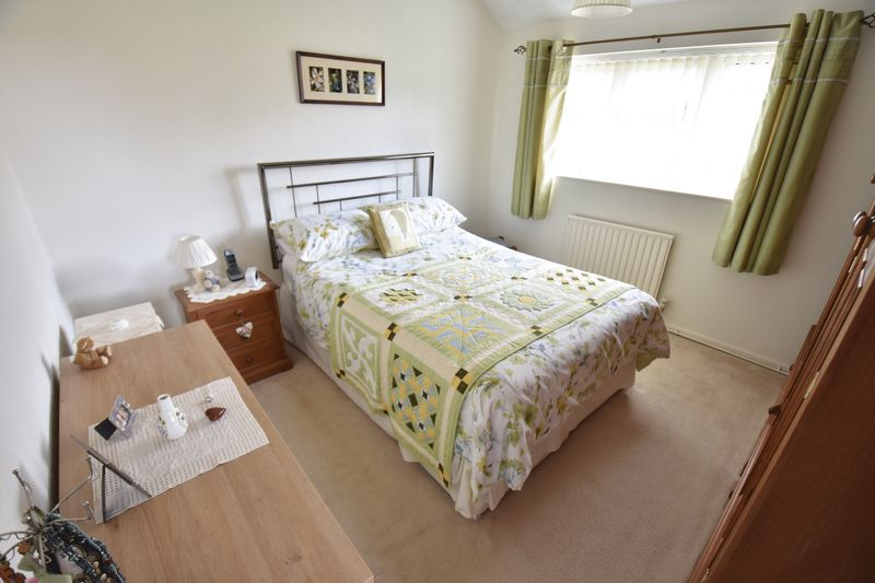 3 bedroom Semi-Detached  to buy in Carsdale Close, Luton - Photo 7