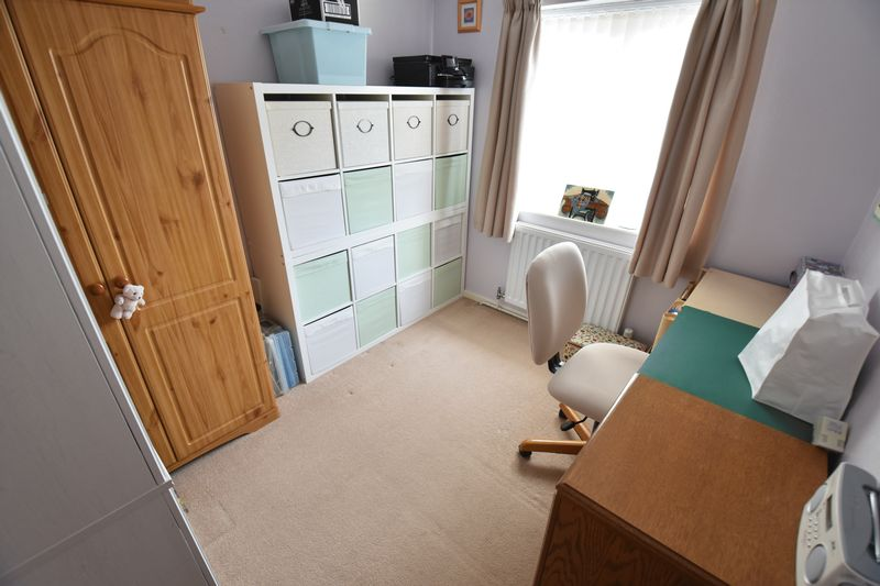 3 bedroom Semi-Detached  to buy in Carsdale Close, Luton - Photo 9