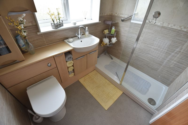 3 bedroom Semi-Detached  to buy in Carsdale Close, Luton - Photo 10