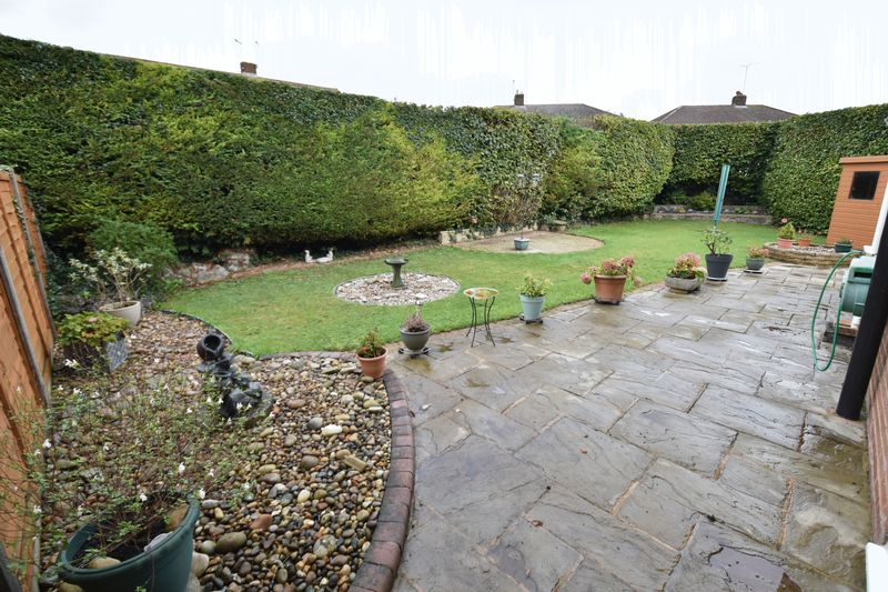 3 bedroom Semi-Detached  to buy in Carsdale Close, Luton - Photo 11