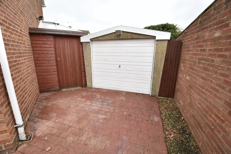 3 bedroom Semi-Detached  to buy in Carsdale Close, Luton - Photo 18