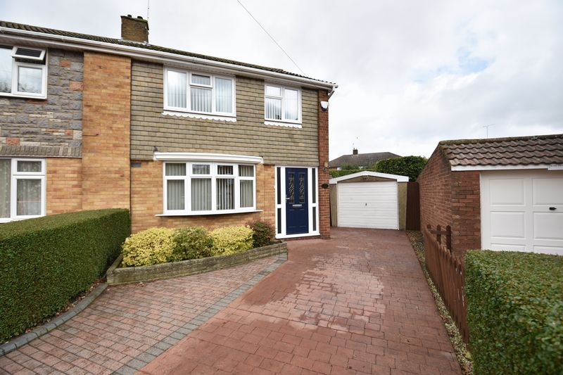 3 bedroom Semi-Detached  to buy in Carsdale Close, Luton