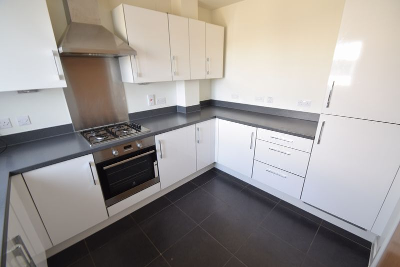 3 bedroom Semi-Detached  to rent in Farley Meadows, Luton - Photo 2