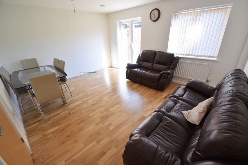 3 bedroom Semi-Detached  to rent in Farley Meadows, Luton - Photo 5