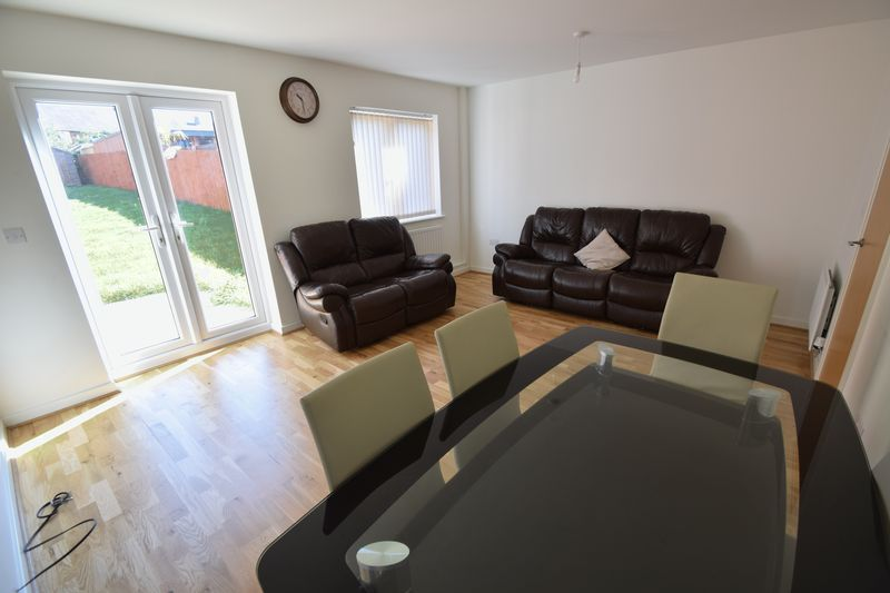 3 bedroom Semi-Detached  to rent in Farley Meadows, Luton - Photo 6