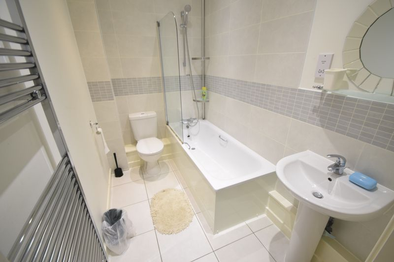 3 bedroom Semi-Detached  to rent in Farley Meadows, Luton - Photo 10