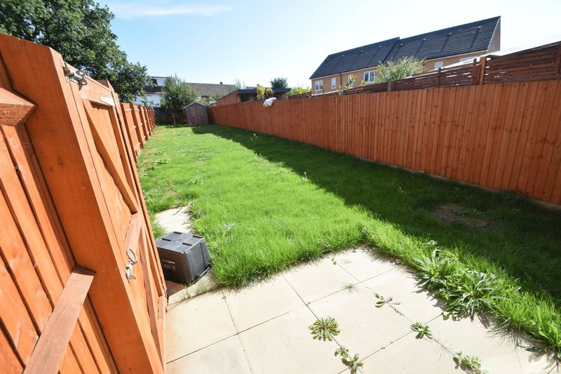 3 bedroom Semi-Detached  to rent in Farley Meadows, Luton - Photo 13