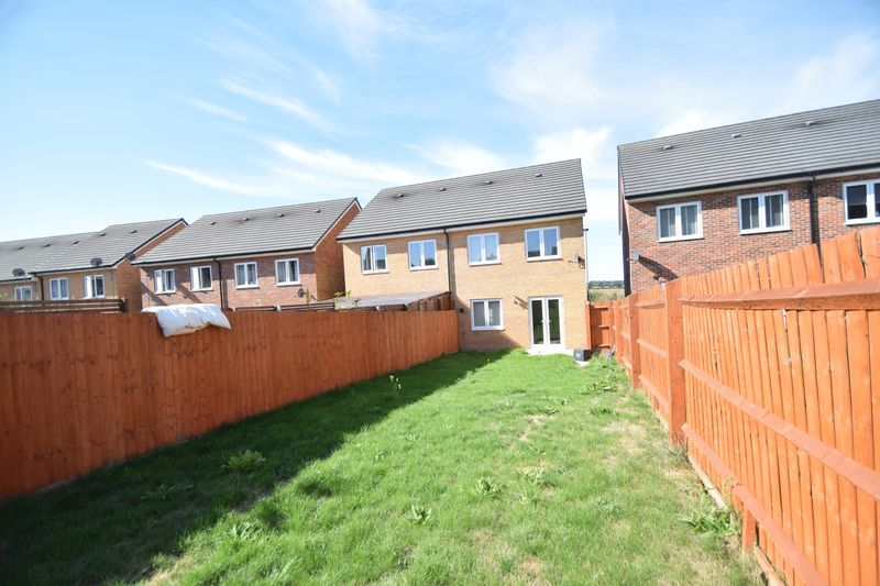 3 bedroom Semi-Detached  to rent in Farley Meadows, Luton - Photo 19