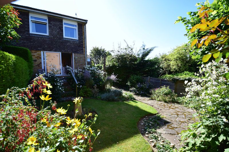 3 bedroom End Terrace to buy in Trowbridge Gardens, Luton - Photo 3