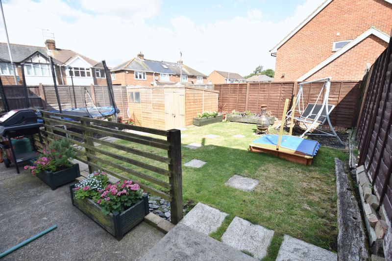 4 bedroom Semi-Detached  to buy in Chesford Road, Luton - Photo 2