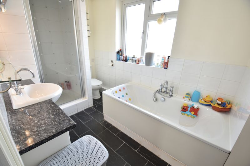 4 bedroom Semi-Detached  to buy in Chesford Road, Luton - Photo 9