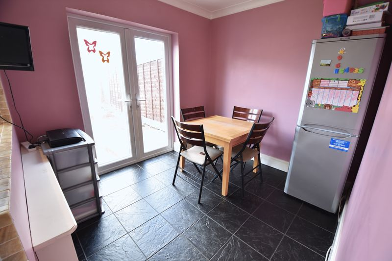4 bedroom Semi-Detached  to buy in Chesford Road, Luton - Photo 17