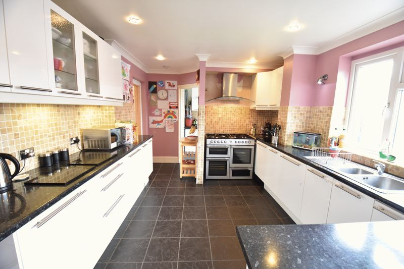 4 bedroom Semi-Detached  to buy in Chesford Road, Luton - Photo 23