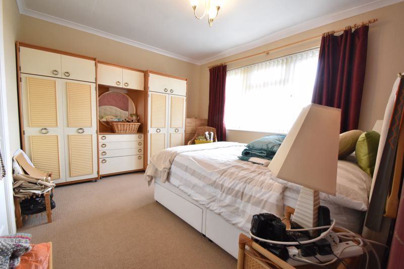 3 bedroom Semi-Detached  to buy in The Grove, Luton - Photo 2