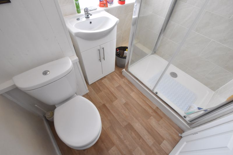 3 bedroom Semi-Detached  to buy in The Grove, Luton - Photo 4