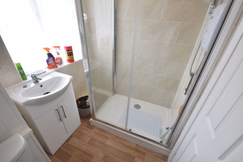 3 bedroom Semi-Detached  to buy in The Grove, Luton - Photo 5