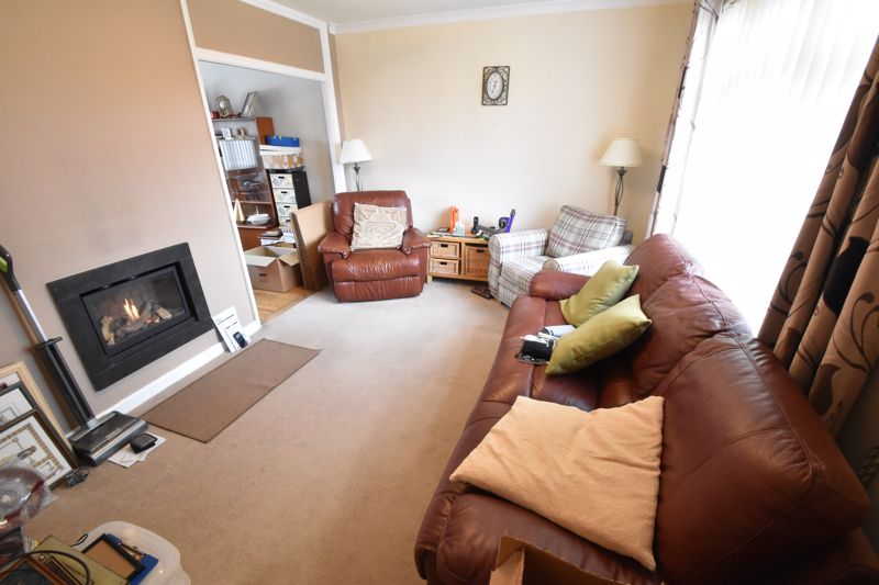 3 bedroom Semi-Detached  to buy in The Grove, Luton - Photo 7