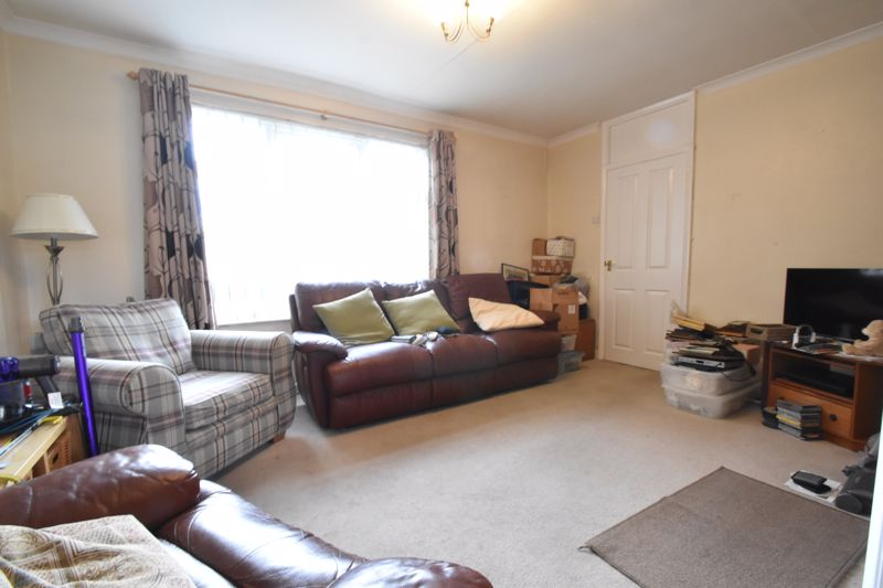 3 bedroom Semi-Detached  to buy in The Grove, Luton - Photo 8