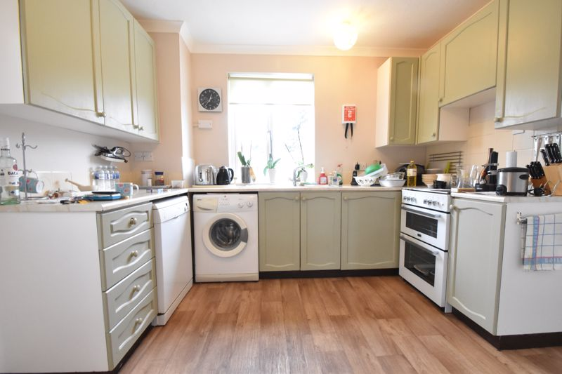 3 bedroom Semi-Detached  to buy in The Grove, Luton - Photo 12
