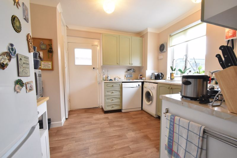 3 bedroom Semi-Detached  to buy in The Grove, Luton - Photo 13