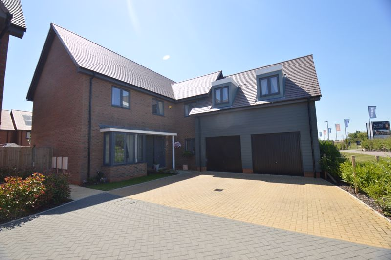 5 bedroom Detached  to buy in Marshall, Bedford