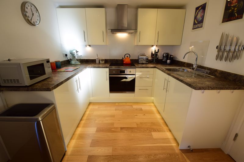 1 bedroom Flat to buy in Lothair Road, Luton - Photo 2