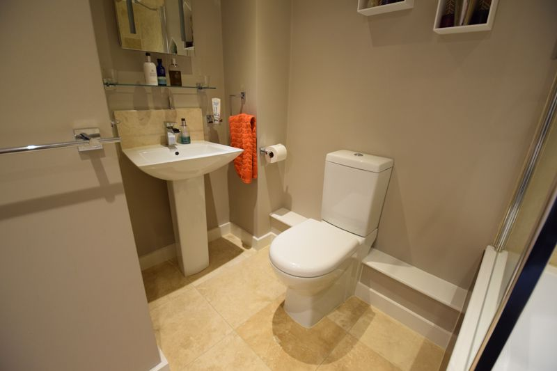 1 bedroom Flat to buy in Lothair Road, Luton - Photo 5