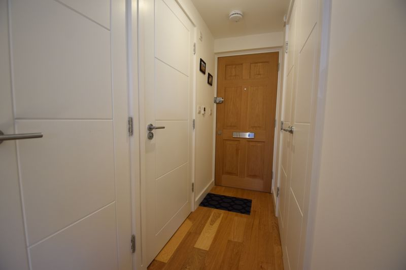 1 bedroom Flat to buy in Lothair Road, Luton - Photo 6