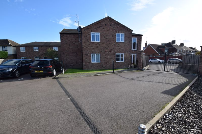 1 bedroom Flat to buy in Lothair Road, Luton - Photo 11