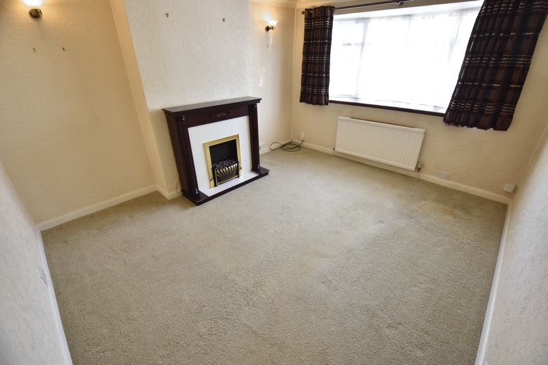 2 bedroom Bungalow to buy in Leagrave High Street, Luton - Photo 2
