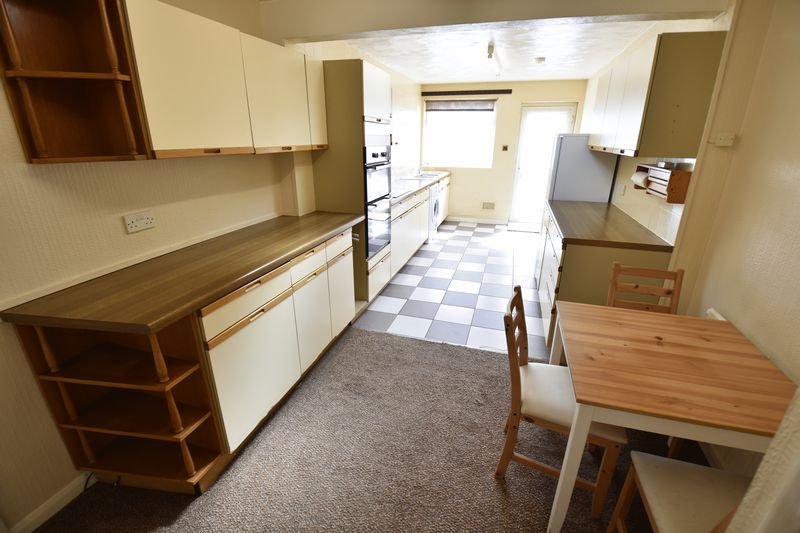 2 bedroom Bungalow to buy in Leagrave High Street, Luton - Photo 4