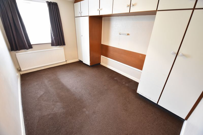 2 bedroom Bungalow to buy in Leagrave High Street, Luton - Photo 5