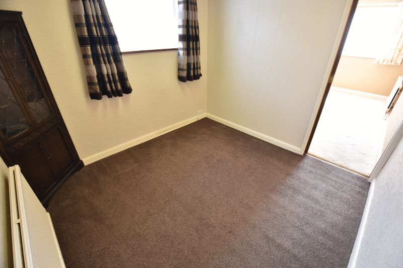 2 bedroom Bungalow to buy in Leagrave High Street, Luton - Photo 6