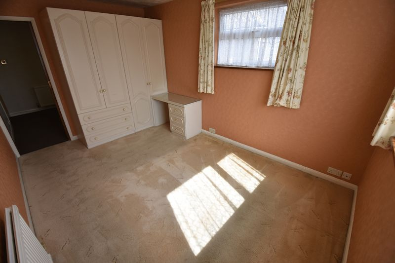 2 bedroom Bungalow to buy in Leagrave High Street, Luton - Photo 7