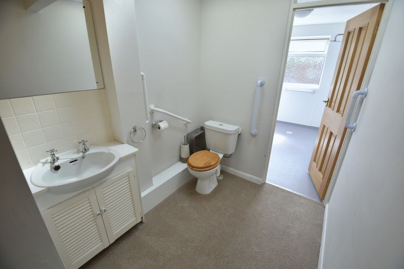 2 bedroom Bungalow to buy in Leagrave High Street, Luton - Photo 8