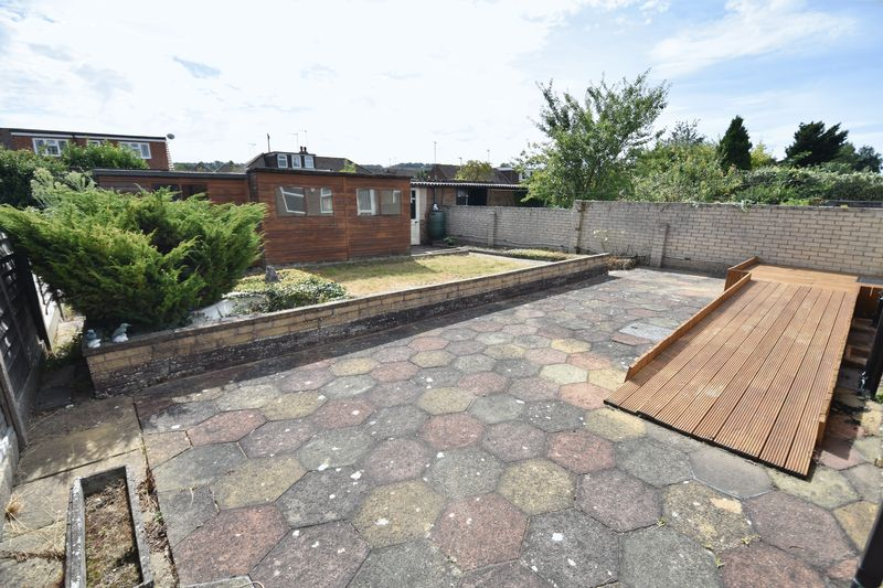 2 bedroom Bungalow to buy in Leagrave High Street, Luton - Photo 11
